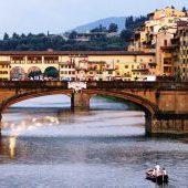 Barchetto sull'Arno e Tour Firenze